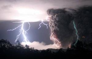 17-volcano_lightning_landov2